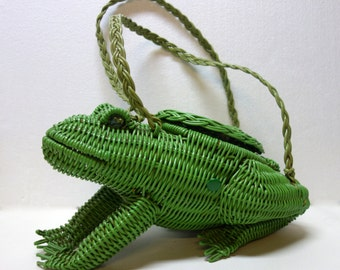 Vintage  Frog-shaped Green Wicker Purse