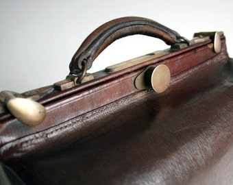 vintage brown leather doctors case bag