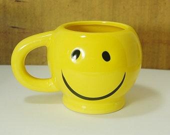 Tasse en céramique de visage heureux Smiley jaune Vintage