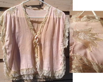 1930s Peach Bed Coat with Beige Lace Collar / Sheer Lace Bed Jacket / 1930s Peach Peignoir / Old Hollywood Style / Gift for Her