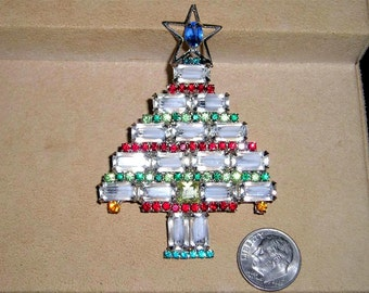 Vintage Art Glass And Rhinestones Christmas Tree Brooch With Star 1980's Jewelry Pin B23