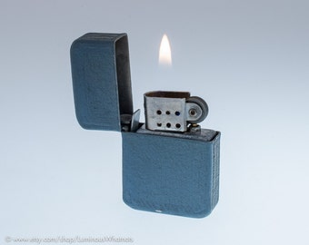Working 1940s Windproof Pocket Lighter With Grey Crackled Finish