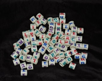 Overturn Scrabble Game Plastic Circle Round Letter Tiles Beads Jewelry Craft Pieces White purple Red Blue