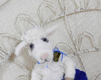 Needle felted lamb ornament in wool heart, sheep ornament, white sheep, white lamb in wool heart, Curly Furr Pet Pocket, ready to ship