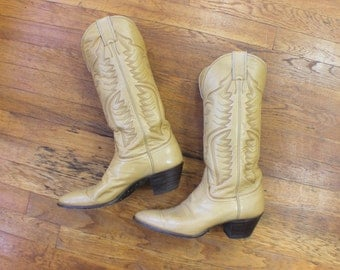 9 B / Creamy Leather Cowboy BOOTS / Women's Justin Western Boots / Vintage 1970's Shoes