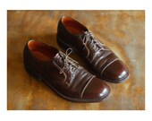 vintage men's shoes / 1960s brown leather freeman cap toe oxfords / size 10 C