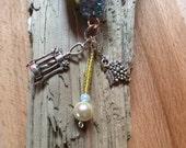 Wine lovers gift, wine cork keychain, beaded wine cork keychain, grapes wine cork, fauceted lilac blue crystal beads, wine charms, gold