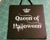 Queen of Halloween Sign Wooden Hanging Plaque Halloween Party Decoration Gothic Halloween Art Decor