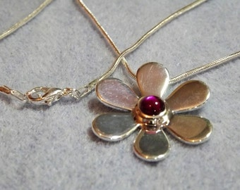 Daisy Pink Abalone Cabochon Necklace (Style 16)