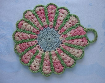 Vintage crocheted pot holder double thickness