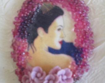 """Collier pendentif """"Une ravissante asiatique"""""""