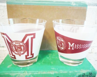 Two vintage mississippi State whiskey tumblers souvenir fan glass bulldogs bully glass cup bar