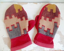 Vtg Kilim and Fleece Mittens // Ethnic Tapestry Unisex Size L XL // Vintage Ski Gloves // Boho Outerwear // Mens Womens Red Mittens