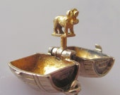 9ct Gold Brandy Barrel and Recuse Dog Opening Charm