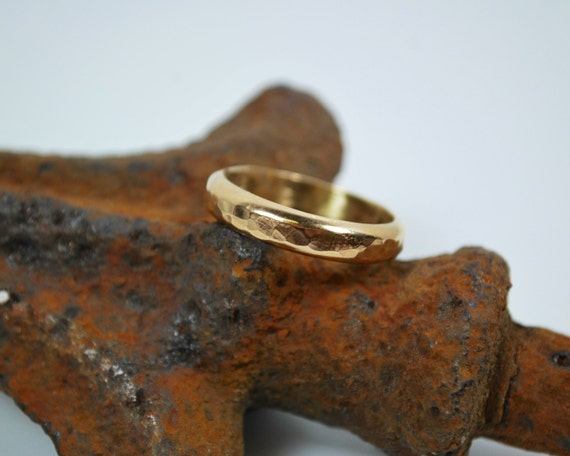 18K Gold Wedding Band - Hammered Handmade 18K Gold Wedding Band - Handmade Wedding Ring