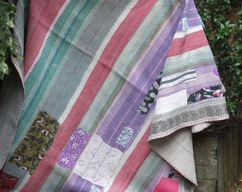 Patchwork kantha quilt, Kantha throw, Sari blanket, Indian throw, Vintage kantha quilt, Pink Sari throw, Kantha blanket,Boho throw