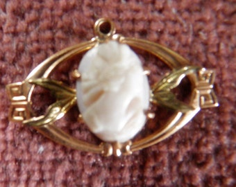 Victorian Cameo Pendant in 14K Gold.