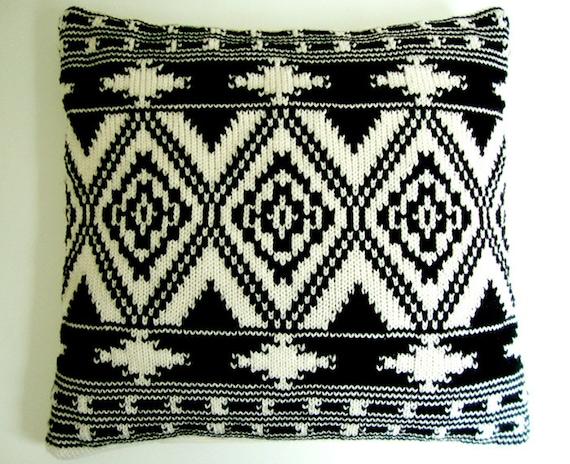 Housse de coussin tricot motif ethnique ikat kelim g om trique - Housse de coussin noir et blanc ...