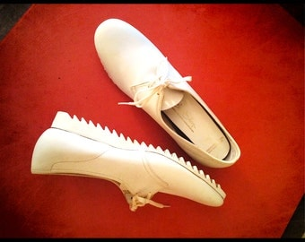 Reduced from 45.00. WereVintage Nurse Shoes by Red Cross 7AAA circa 1950s or 1960s