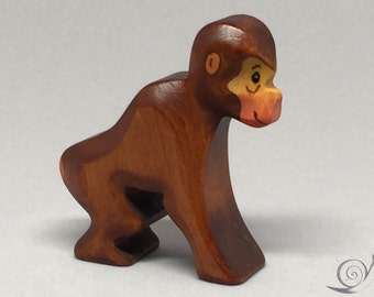 Toy Monkey mother wood brown red sitting Size: 6,5 x 6,5 x 2,0 cm (bxhxs) approx. 20,0 gr.
