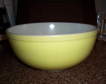 Unnumbered 1940's Yellow Primary Pyrex Bowl...Largest of the 4 Piece Set...Nice Condition...Farmhouse Kitchen Must Have..