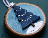 Christmas ornament, wood slice ornament, small wood slice, wooden Christmas tree, star, white and blue, simple, snow, winter, woodland