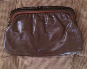 Vintage 1960s Italian Brown Leather Clutch With Lucite Kiss Clasp