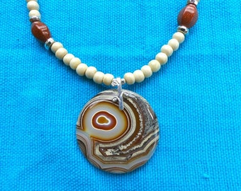 20 Inch Rust and Cream Fire Agate Pendant Necklace with Earrings