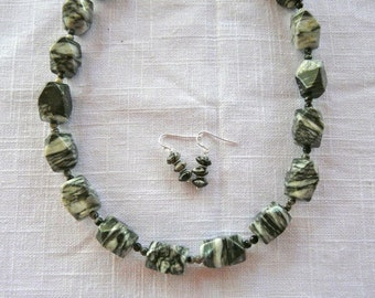 20 Inch Chunky Black and White Zebra Jasper Necklace with Earrings