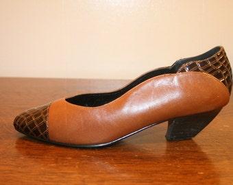 Size 8,Womens Leather Pumps, womens shoes,pumps,pumps 8,size 8 pumps,womens pumps,closed toe pumps,leather heels,heels 8,womens heels 8