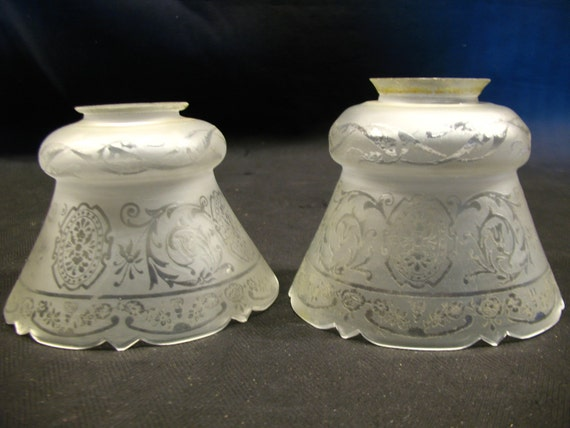 0580 pair etched glass lamp shade victorian style 2 1 4 holder c1910. Black Bedroom Furniture Sets. Home Design Ideas