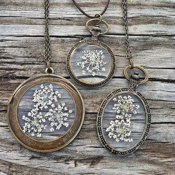 Queen Anne's Lace Flower Preserved in Resin, Vintage Oval Pendant - Nature Inspired Necklace, Bronze Chain