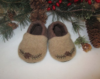 Toddler boy's Woodland lambswool slippers tan brown with applique suede soles fleece-lined 9 - 12  mos.  RTS