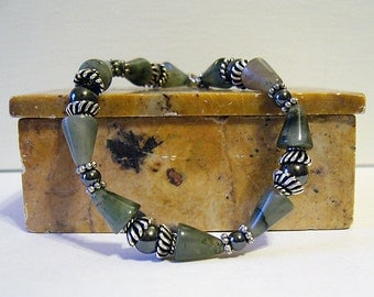 Madcap - Agate and Hematite Bead Bracelet