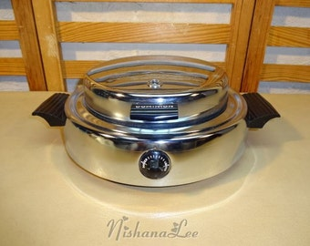 Vintage Dominion Round Electric Waffle Maker Model 1316 with Non-Stick Cooking Surface