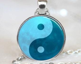 Yin Yang Pendant, Yin Yang Blue Moon Chinese Necklace Pendant, Yin Yang Necklace, Silver (PD0800)