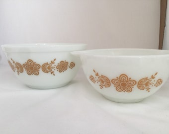 Vintage pyrex butterfly gold bowl set