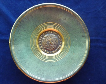 Vintage Judaica 9 inch wall hanging plate: Carry to Zion a Miracle and a Flag, made in Israel