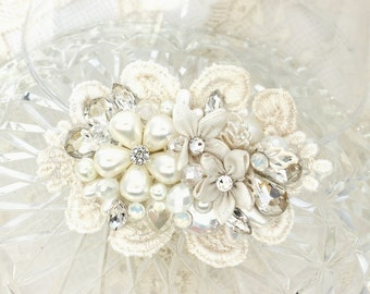 Petite Hair Comb- Bridal Hairpiece- Wedding Hair Accessories- Off White hairpiece- Pearl Bridal Comb- Bridal Hair Accessories- Brass Boheme