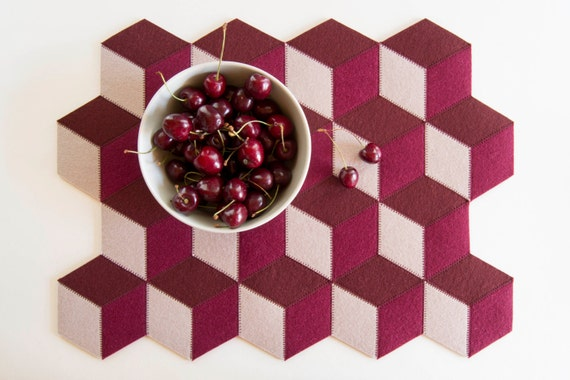 Burgundy felt placemats, geometric placemats, modern home, wool felt, handmade, gift idea, home decor, housewarming gift, made in Italy