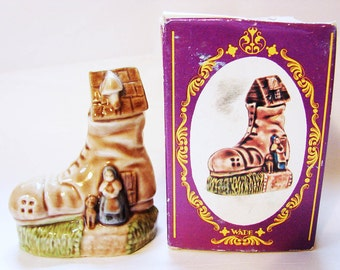 OLD WOMAN Wade Figurines, Large Wade Whimsies, Made in England Wade Nursery Rhyme Figurine with Box Miniature Figurine