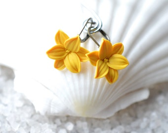 Golden Yellow Lily Earrings. Lily Flower Earrings, Yellow Spring Lily Earrings. Lily Floral Jewelry.