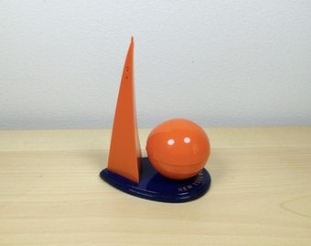Vintage 1939 New York World's Fair Trylon and Perisphere and Salt and Pepper Shaker. S&P Shaker.