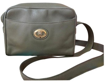 Vintage Burberry khaki leather shoulder bag with the iconic brown nova check in the interior