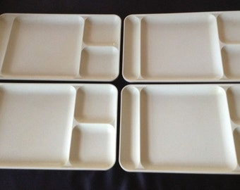 Four VINTAGE TUPPERWARE Large divided Picnic TRAYS #1543 kids Lunch dinner beige almond cream