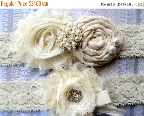 ON SALE GARTER Set / Wedding Garter /  Ivory Garter / Bridal Garter / Vintage Inspired Garter / Toss garter / Lace Garter / Garter Belt