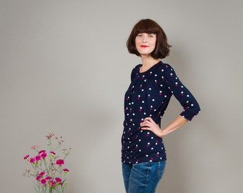 "Shirt ""Emilia"" with four decorative folds in nanyblue with dots"