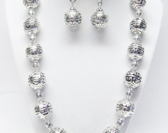 18mm Round Etched Silver Plated Ball Bead Necklace & Earrings Set