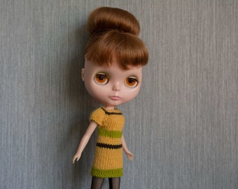 Blythe doll sized mod style short sleeved colourblock green, yellow, brown knit dress for Blythe, Pullip, Dal. Licca, Barbie or similar