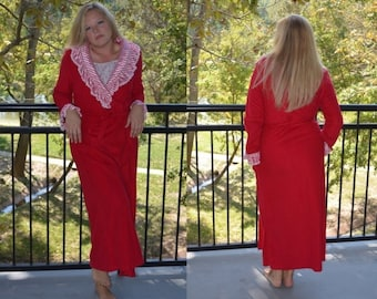 SALE, Red House Robe, Size Medium, Women's Vintage Robe, Ladies' Lingerie, Kingly Vintage House Coat, Long Red Robe, Christmas Gift, For Her